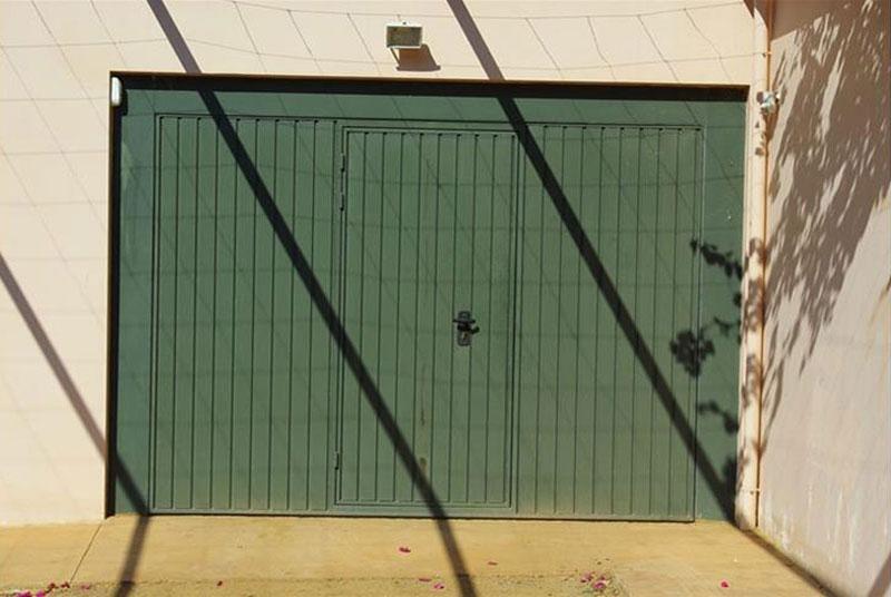 Γκαραζόπορτα μονοκόμματη οροφής.